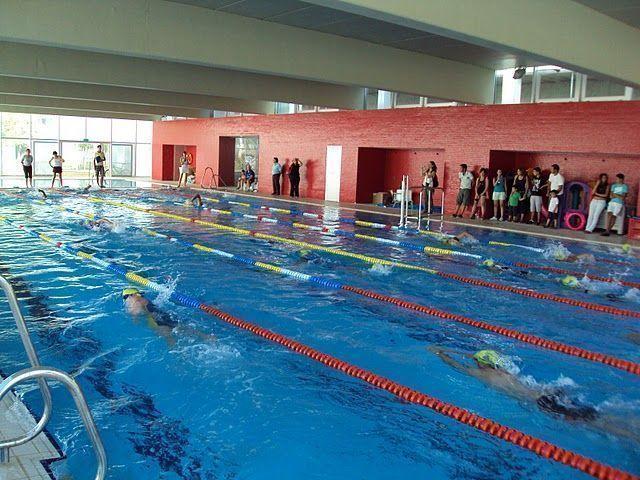 Arranca la nueva temporada en la piscina cubierta con m s for Piscina municipal cubierta