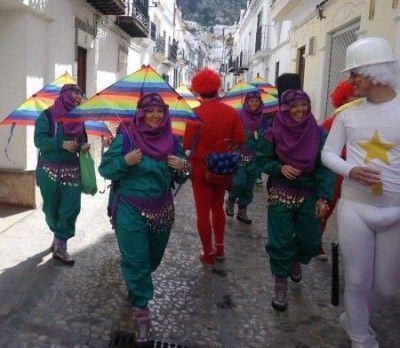 2013-02-16-Ubrique-Carnaval-calleBotica04-450x392