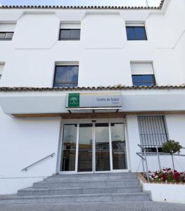Ubrique-Centro-de-Salud-fachada-263x300