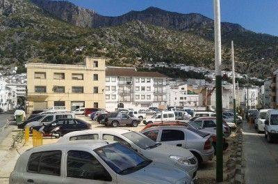 Los vehículos del Prado deberán ser retirados antes del lunes, día en que llegarán las atracciones de Feria