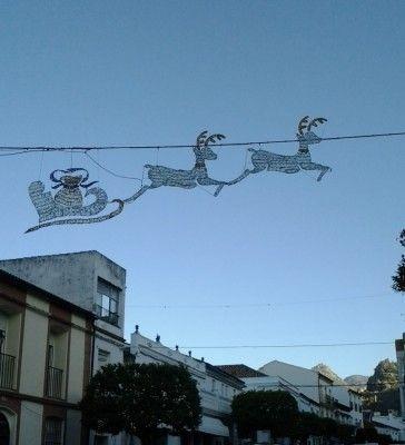 Iluminación navideña en calle Ingeniero Juan Romero Carrasco