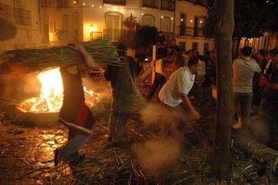crujia-de-gamones-en-Ubrique-Fiesta-típica-andalucia